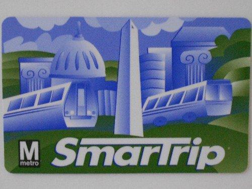 SmartTripカード<br /><br />空港には地下鉄が乗り入れており、私はこの地下鉄1本で行けるホテルを予約していました。まずは駅でSmartTripという交通カードを買います。カード手数料が2ドルかかりますが、1回ずつチケットを買うと毎回1ドルの手数料がかかるし、小銭を用意する必要もないのでカードを持つ方が便利です。カードの買い方が分からないと言ったら、駅員さんがやってくれました。
