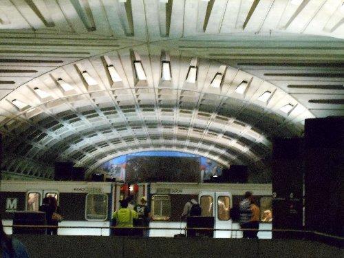 Metro Center 駅-1