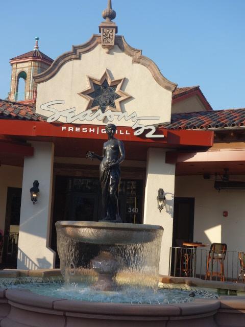 Pomona 噴水が前にあるレストラン<br />Seasons 52