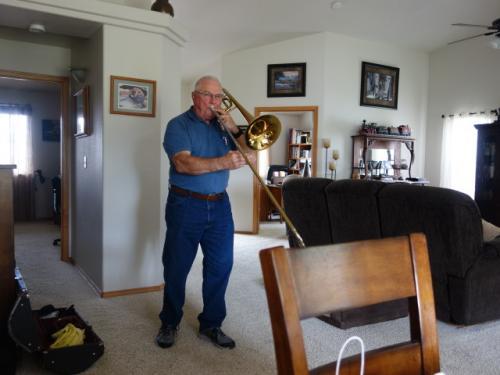 トロンボーンを演奏してもらう<br />