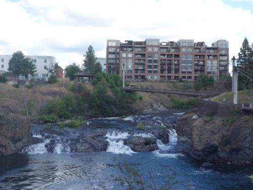 リバーフロント・パークの滝