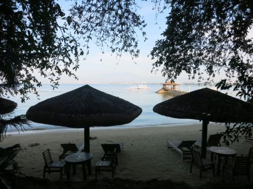 〔Chema's by the Sea Resort〕<br /><br />ホテルから出なかったので、<br />ビーチでシュノーケリング。
