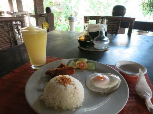 〔Chema's by the Sea Resort〕<br /><br />3日目<br />7/10の朝食。<br />フィリピンは朝食がこんな感じで少な目なんです。