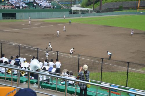 1塁側の池新田の応援席です。