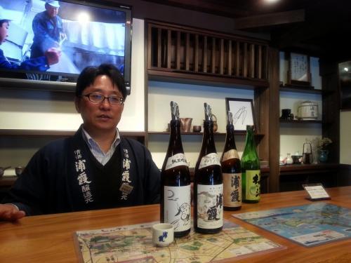利き酒!お店のご主人、とても感じの良い方でした。<br /><br />わたしはあまりお酒は飲めないのですが(日本酒ぜんぜんわかりません…)、利き酒は楽しかったです。飲みやすいと感じた純米吟醸「浦霞禅」をチョイス。