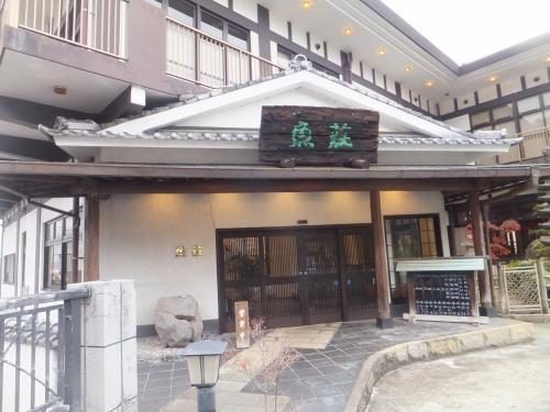 前の日の熊本のお店でたまたま隣になった方に「諫早は鰻だよ」と言うおはなしを聞いたので鰻を食べることに。魚荘というお店へ。