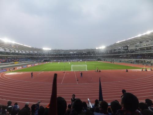 いよいよ試合です。東京からもかなりのサポーターが来ていました。