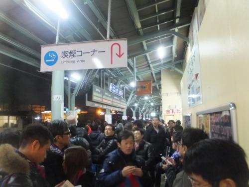 試合が終わって余韻?に浸りながら諫早駅に。予想通り駅は大混雑で人であふれていました。<br />やはりJリーグのJ1クラスの試合をするにはちょっと駅のキャパが小さいようです。<br />このままこの日の宿泊地である長崎へ移動しました。