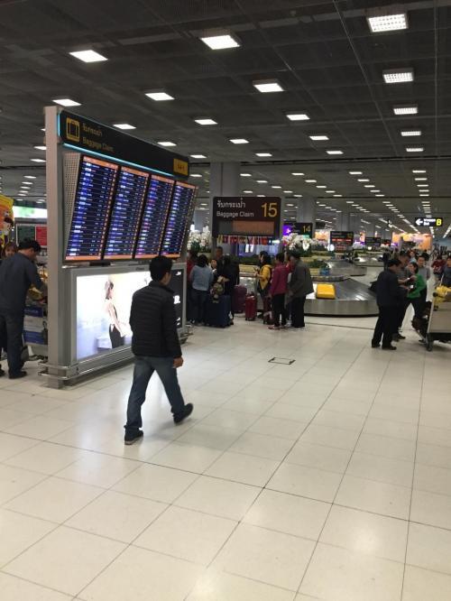 バンコクの空港です!<br />とっても広くて綺麗でビックリ!<br />日本の空港なんて比べものになりません…<br />甘くみてたよ、タイ…