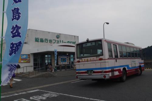 国東半島伊美港<br /><br />大分県、姫島の盆踊りに行ってきた。<br />姫島の盆踊りは、鎌倉時代の念仏踊りから発展したものといわれています。毎年8月14,15日がメインです。私が訪れたのは15日。<br />今晩の宿である、国東ユースホステルへ。チェックインを済ませ、これから姫島に行くという女性の車で伊美港へ。ここでユースのオーナー夫人とその友達のアルゼンチンから来た女性、それから港で一人、ポツンとしていた、イギリスからの留学生と合流して15時55分のフェリーに乗り、いざ、姫島へ。