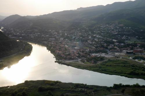 ここからのムツヘタの風景!<br /><br />川と川が合流するところにムツヘタがあります!!<br />(ちなみにムツヘタ一帯が世界遺産になっています)