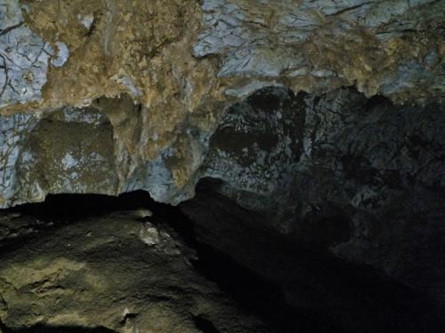 あと何万年かすればきれいな氷柱石になることだろう