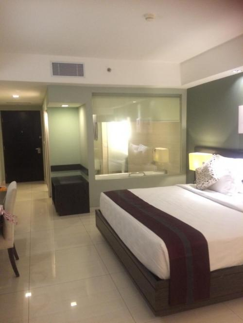 ガルーダ直行便にて<br />今回から、VISAがなくなりスムーズな入国でした。<br /><br />最初は、スミニャックのシンケンケン<br />2度目の宿泊です。<br /><br />客室は広いし、きれいで使いやすいです。<br />お手頃価格のホテルですが、立地もいいし気に入ってます。<br />セキュリティチェックとかほぼないですけど・・・