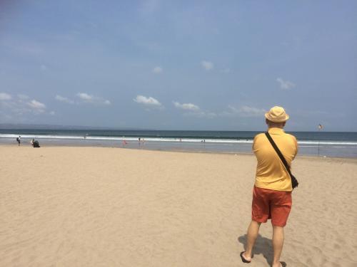 スミニャックの海<br />砂浜は、随分きれいに掃除されています。<br />毎年きれいになっていく気がします。
