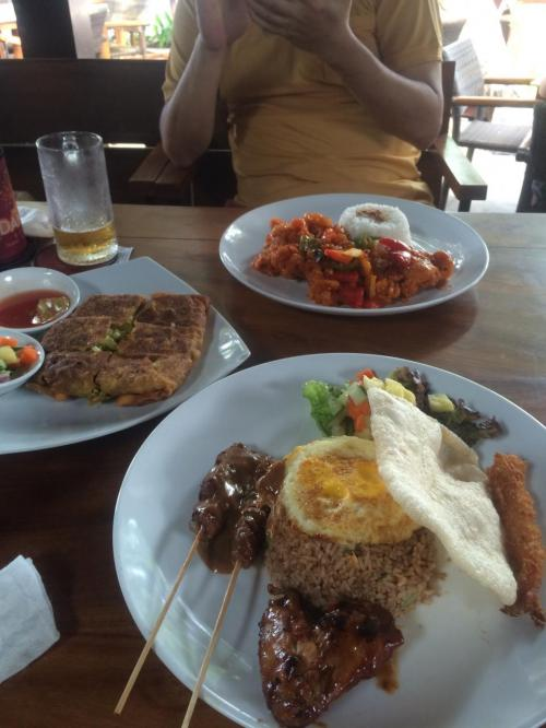 昼食はインドネシアン