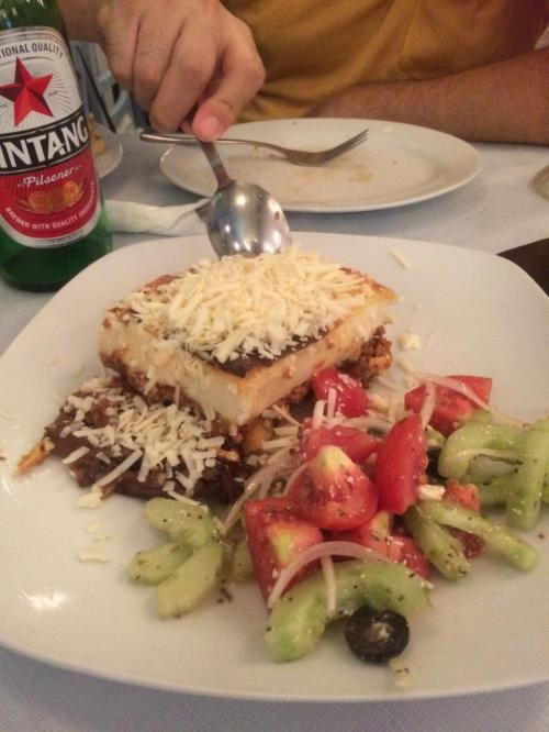 ギリシャ料理といえば、「ムサカ」らしいです。<br />マッシュポテトとミートソース的なもの<br />お味はおいしいですけど、すごいボリュームでまったく食べきれませんでした。
