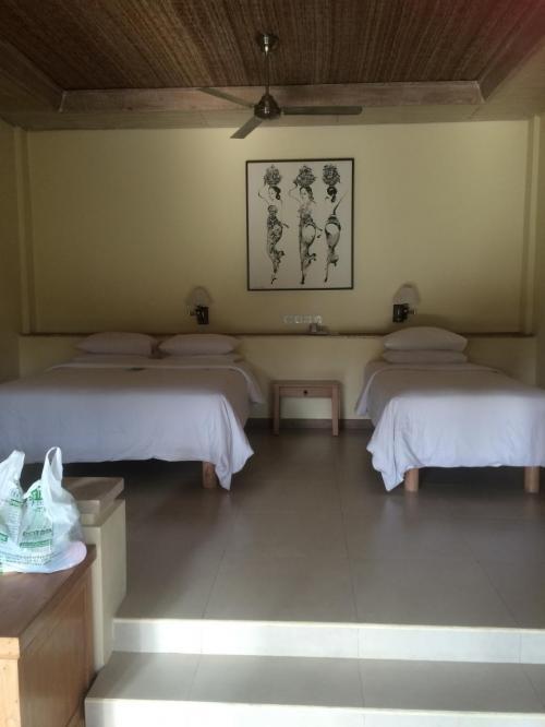 そして、とても評判のよいテガルサリに到着。<br />一度泊まってみたかったホテル。<br />前年の12月に予約しました。<br /><br />お部屋が広い。<br />手前にリビングスペースがあります。