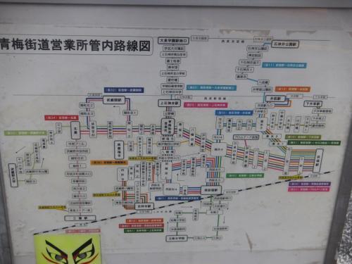 青梅街道営業所館内の路線図です。<br />左下の方には今月9月から青梅街道営業所の管轄となった鷹02系統が載っていました。