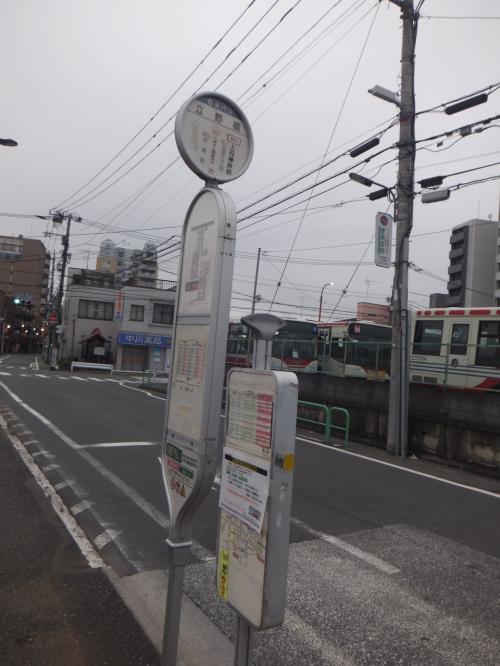 立野橋のバス停です。<br />西武バスのポールも立っていましたが、関東バスのポールは壊れていました。