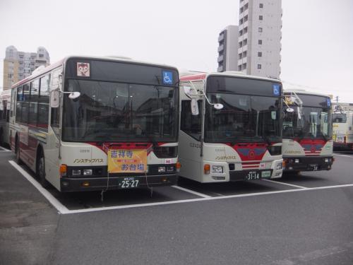立野橋の交差点の近くに関東バス青梅街道営業所のB車庫と呼ばれている車庫がありました。