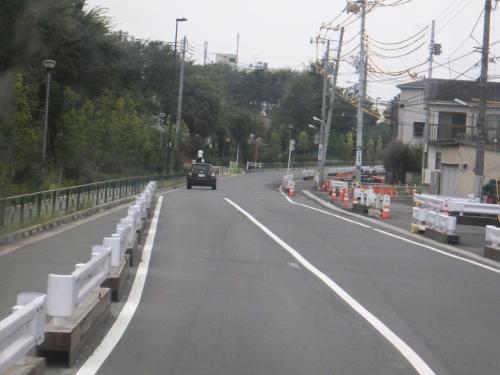 最近道路が拡張された千川通りを走行します。<br />この場所を走るのは今乗っている鷹02−1系統だけです。