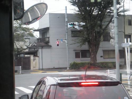 水道端の交差点を右折して青梅街道に入ります。