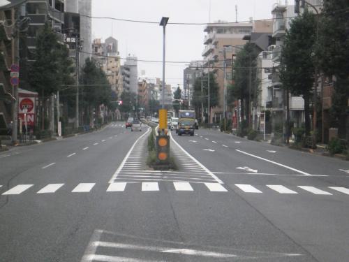 関町三丁目の交差点を右折して関町康申通りに入ります。