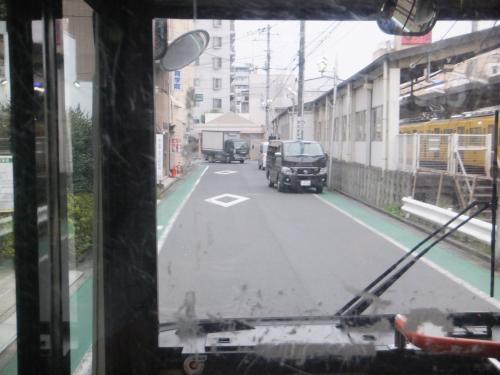 西武新宿線の踏切の手前を左折したら武蔵関駅までもう少しです。
