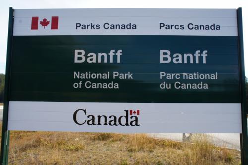 バンフ国立公園です。ゲートで入園チケットを購入して、車のフロントガラスに貼り付けます。出発!