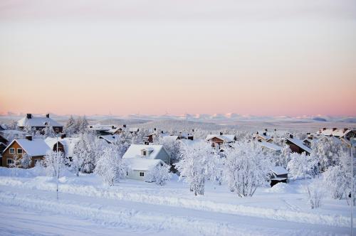 キルナ郊外<br />犬ぞりは Jukkasjarvi(ユッカスイェルヴィ:通称 Camp Ripan )を目指す。<br />