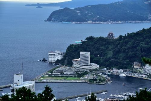 朝食会場から熱海城が見えます。