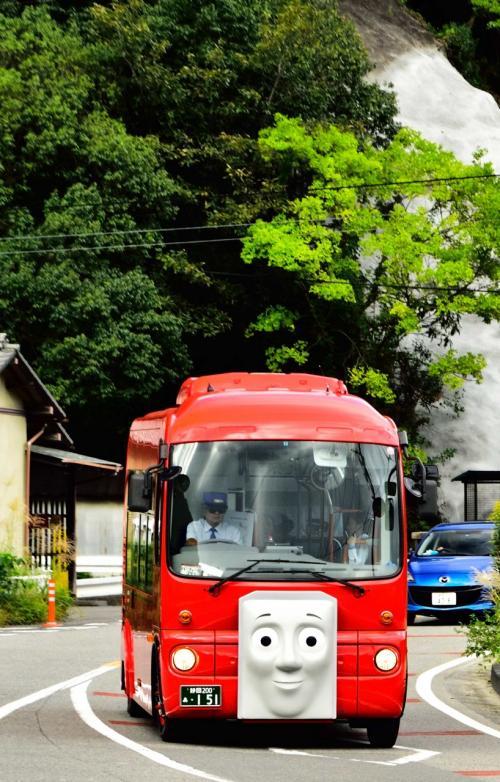 大好きなトーマスを見に大井川方面へ<br /><br />待っているとバスのバーティーが。<br />めっちゃ感動。