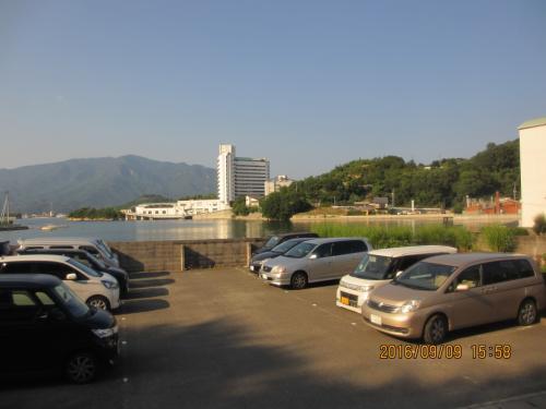 15:45 小豆島の坂手港着<br /><br /> 本日お世話になるベイリゾートホテル。<br /><br /> 近く見えるけど、歩くと大変。