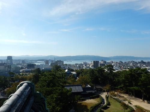 天守閣の展望室からの眺め。<br />宍道湖が見える。