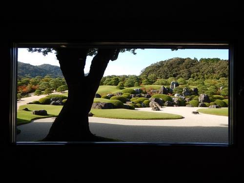 生の額縁。<br />庭園も絵画の一部であるというアイデアには驚嘆する。<br />窓に張り付いて見ている人が多いが、ここは少し離れて額縁も含めて観賞するのが正しいのではないかと思う。