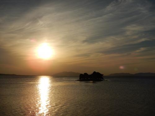 17時。<br />嫁ヶ島は宍道湖唯一の島で、悲しい伝説が残っている。