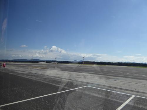 滑走路1本のようですが、欧州はじめ各国からの国際便があります。