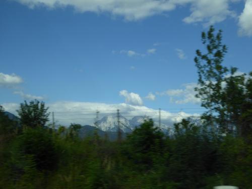 ユリアンアルプスの峰々が遠くに見えます。