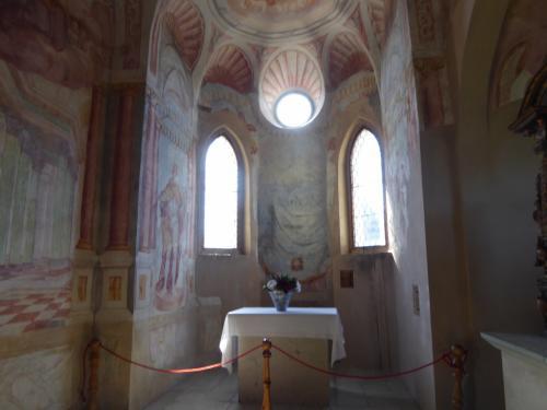 礼拝堂がありました。16世紀のものだそうです。
