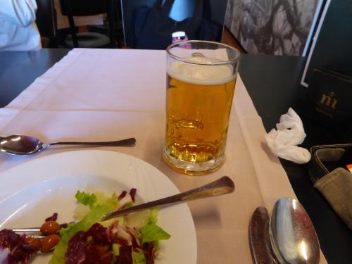 ビールはスベルトです。コクと苦みのビール。<br /><br />スロベニア、クロアチアのビールは、まずくはないですけど、すごく美味しいという感じではありませんでした。ドイツやバルト3国の方が平均点高し。