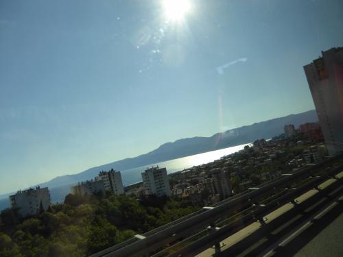 見えているのはオパティヤの町です。ここもリゾート地らしいです。