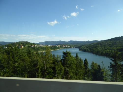 レチナ川を越えます。