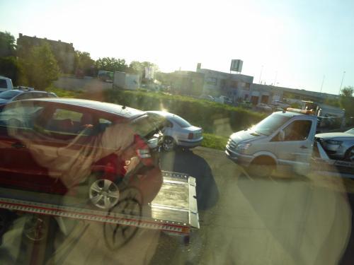 その後もノロノロ運転が続き・・・渋滞の原因が分かりました。玉突き事故があったようです。