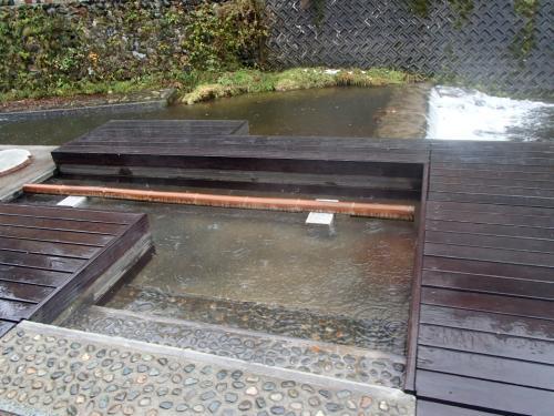 足湯もありました<br /><br />雨だったので、入れません・゚・(。>д<。)・゚・