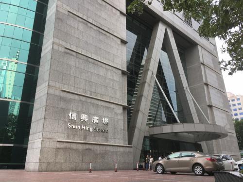 このビルの69階に展望台があったようですが、中国元もなかったので断念。。。