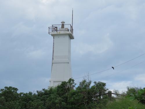石垣島西部にある「観音崎灯台」が、見えてきました~・・<br />駐車場に車を停めて、歩いてみます・・