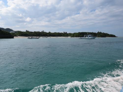 少しスピードを上げて、川平湾内を巡ります・・