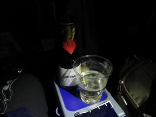 プレエコなんでスパークリングワインを注文。<br />一回目と二回目の食事の間に。<br /><br /><br />「君の名は。」を観ながら寝てしまったので、結末が分からない。<br />1月もANA便だから、また観よう。