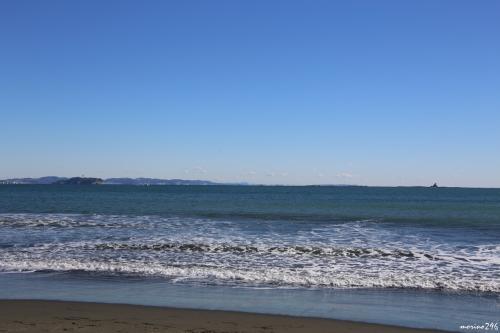サザンビーチ<br /><br />「快晴!」<br /><br />江の島と烏帽子岩が見えます。