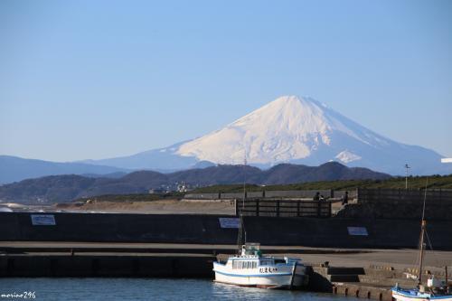 茅ヶ崎漁港から望む富士山